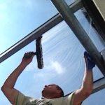 waschen und reinigen eines Wintergartendach https://glasklar-fensterreinigung.de/wintergartenreinigung/