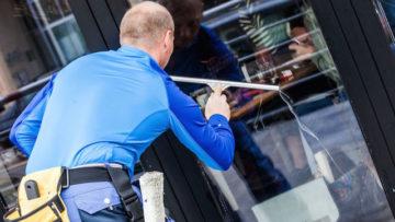 Fensterputzer beim Glasreinigung Fenster in Nürnberg www.glasklar-fensterreinigung.de/glasreinigung