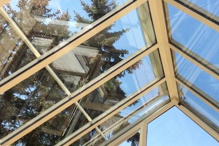 saubere wintergarten in nuernberg nach eine reinigung von https://glasklar-fensterreinigung.de/wintergartenreinigung profi fensterpuzter erlangen